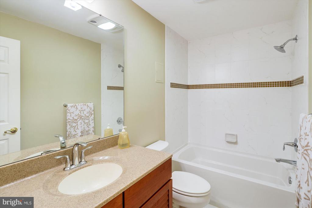 5th Bathroom  in Separate Studio - 11364 JACKRABBIT CT, STERLING