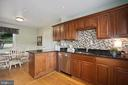 ample wood cabinets, generous granite tops - 3616 ARLINGTON BLVD, ARLINGTON