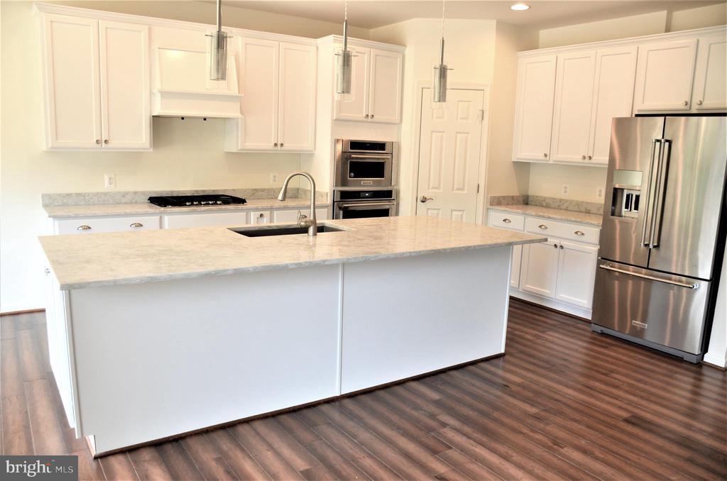 Kit-Ex1-Stainless Steel Appliances/Granite Counter - 11950 HONEY GROVE TRL, NOKESVILLE