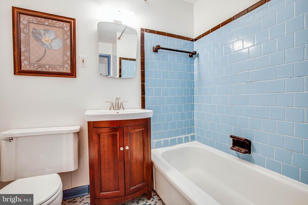 Hall Bath - 6920 RUSKIN ST, SPRINGFIELD