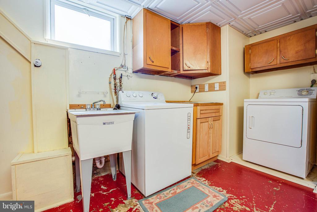 Washer/Dryer in Utility Room with LOTS of storage - 6920 RUSKIN ST, SPRINGFIELD