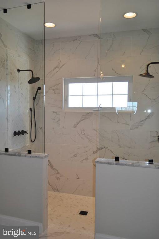 Master Bath Shower - Option- Granite - 11950 HONEY GROVE TRL, NOKESVILLE