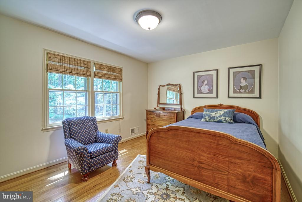 Hardwoods throughout upper level - 8415 FROST WAY, ANNANDALE