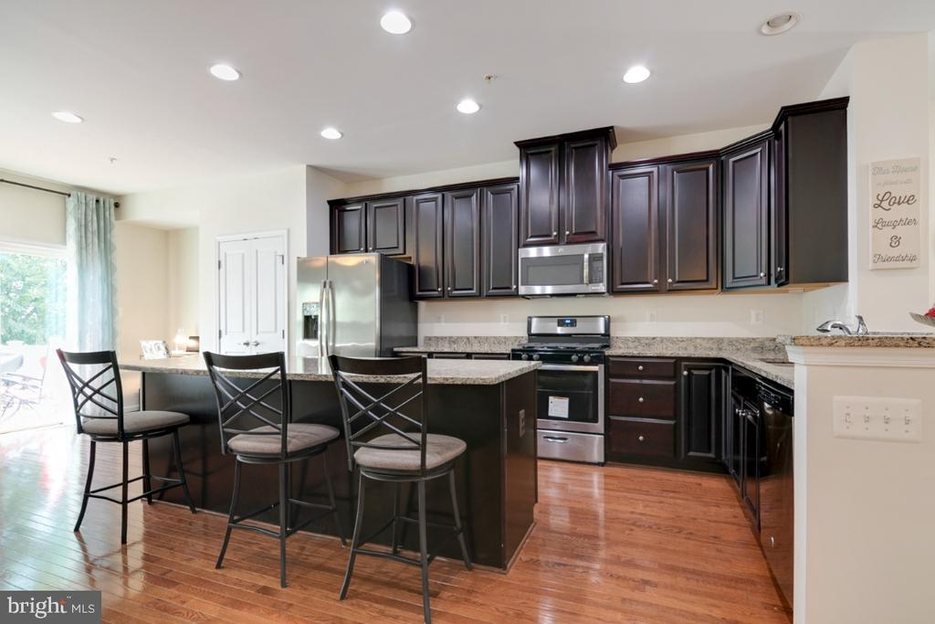 Gourmet Kitchen w/ Island and SS Appliances - 4963 SMALL GAINS WAY, FREDERICK