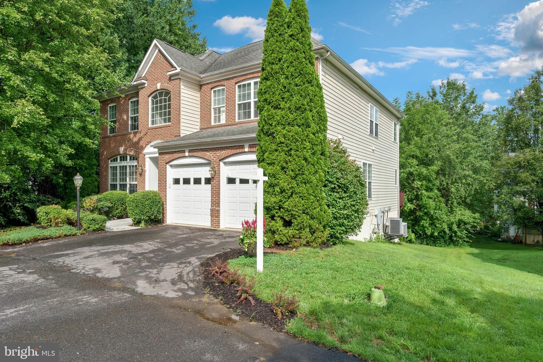 Single Family Homes para Venda às Springfield, Virginia 22152 Estados Unidos