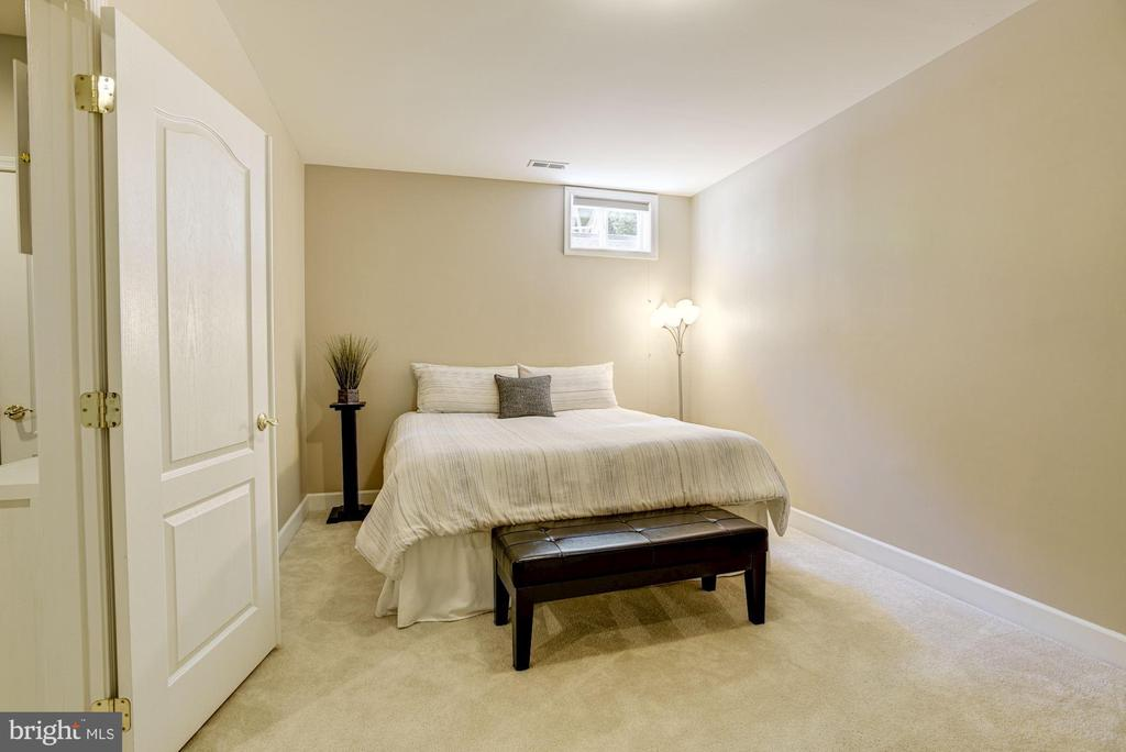 Lower Level Bedroom - 11007 COUNTRY CLUB RD, NEW MARKET