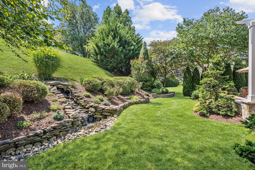Waterfall | Extensive Hardscape - 11007 COUNTRY CLUB RD, NEW MARKET
