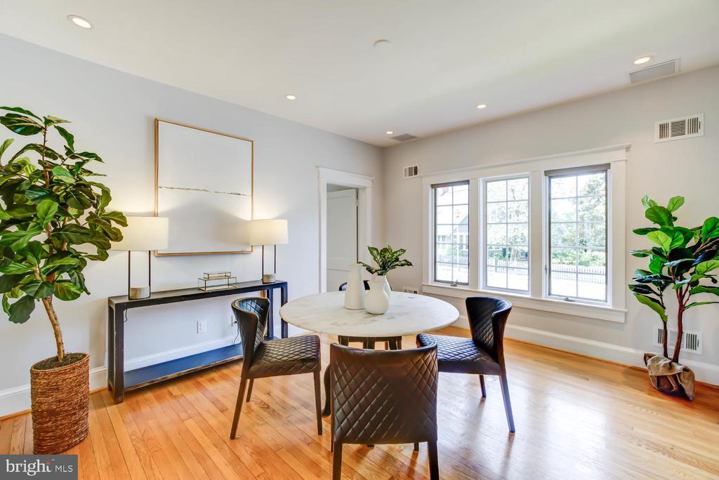 Light-filled Dining Room - 2900 FRANKLIN RD, ARLINGTON