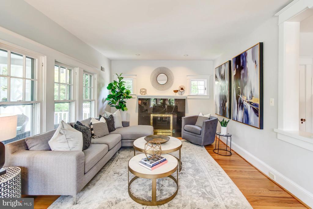 Inviting living space - 2900 FRANKLIN RD, ARLINGTON