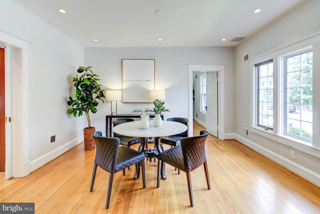 Dining Room with recessed lighting - 2900 FRANKLIN RD, ARLINGTON