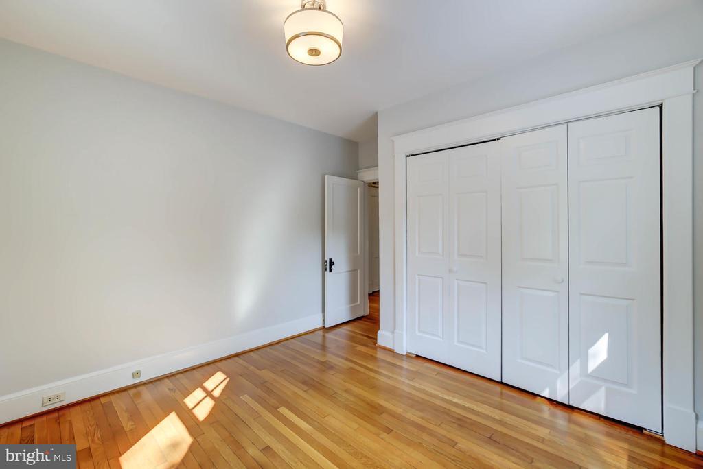 Guest Bedroom with closet - 2900 FRANKLIN RD, ARLINGTON