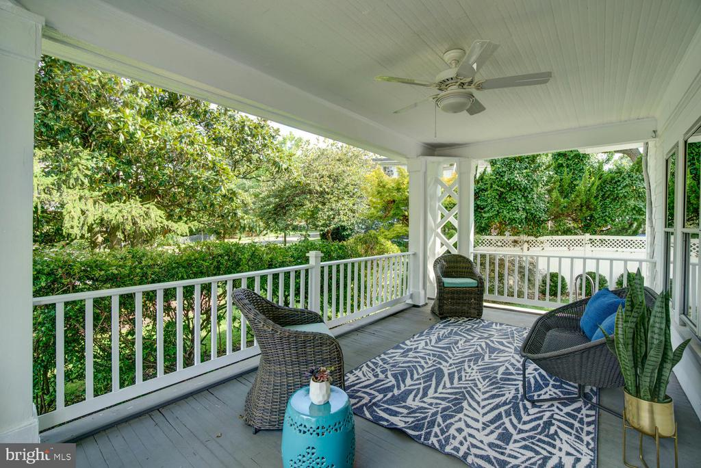 Get your lemonade and come enjoy the porch! - 2900 FRANKLIN RD, ARLINGTON
