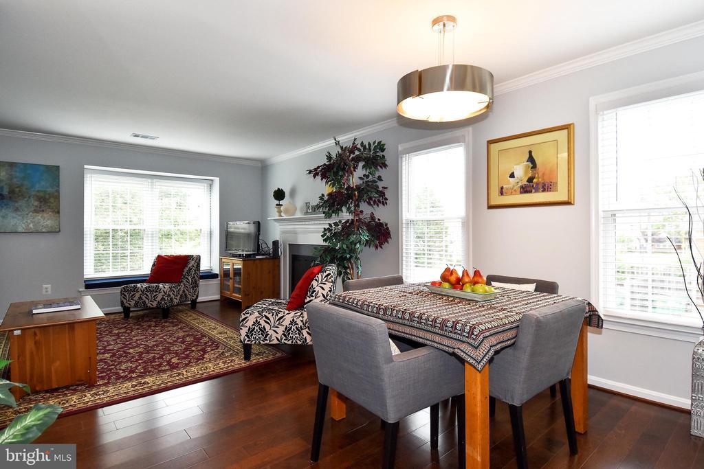 LOTS OF WINDOWS DINING - 784 N VERMONT ST, ARLINGTON