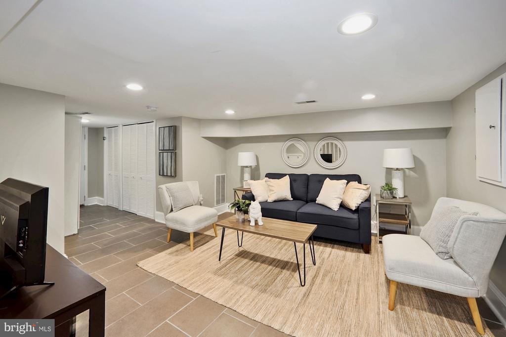 Lower level Media Room or In-Law Suite w full bath - 332 CHANNING ST NE, WASHINGTON