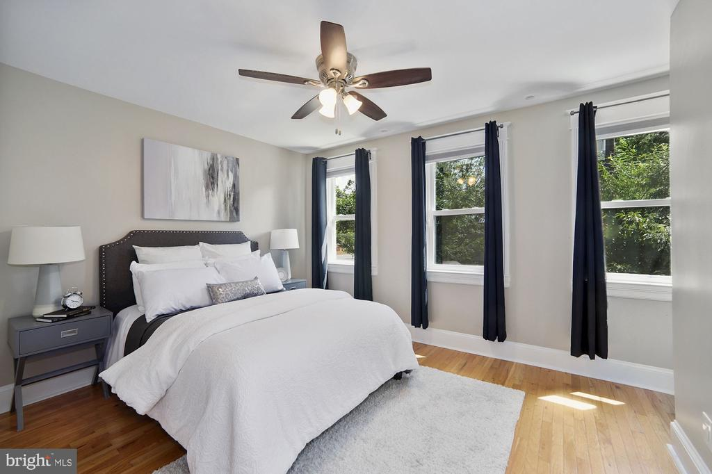 Bright MBR with lots of natural light - 332 CHANNING ST NE, WASHINGTON