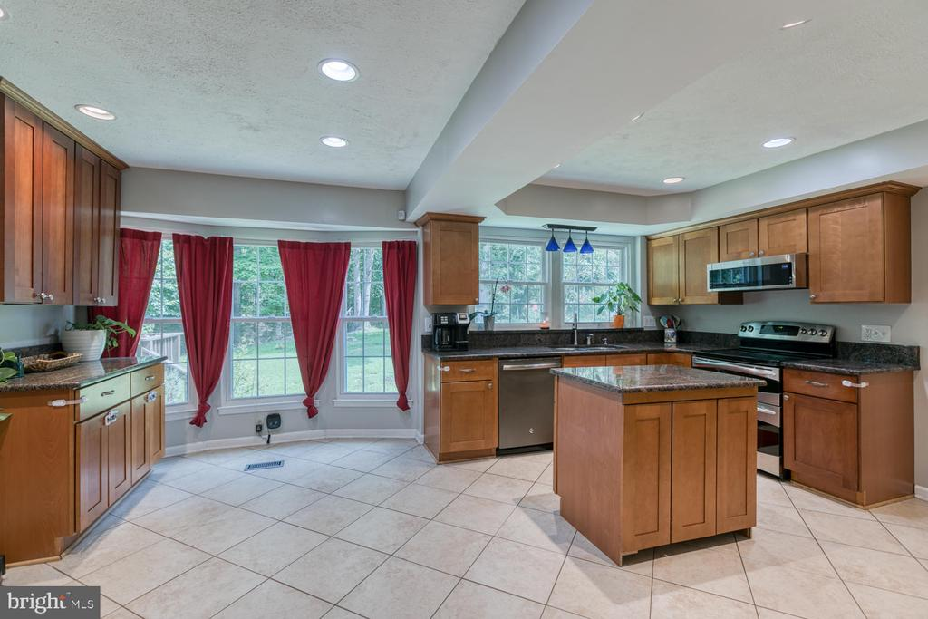 Tons of kitchen space! - 3006 LUSITANIA DR, STAFFORD