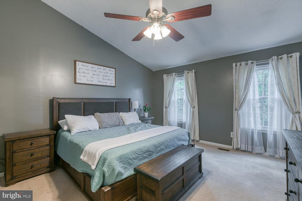 Master bedroom features high ceilings! - 3006 LUSITANIA DR, STAFFORD