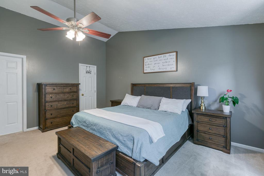 Master bdrm features a large walk in closet! - 3006 LUSITANIA DR, STAFFORD