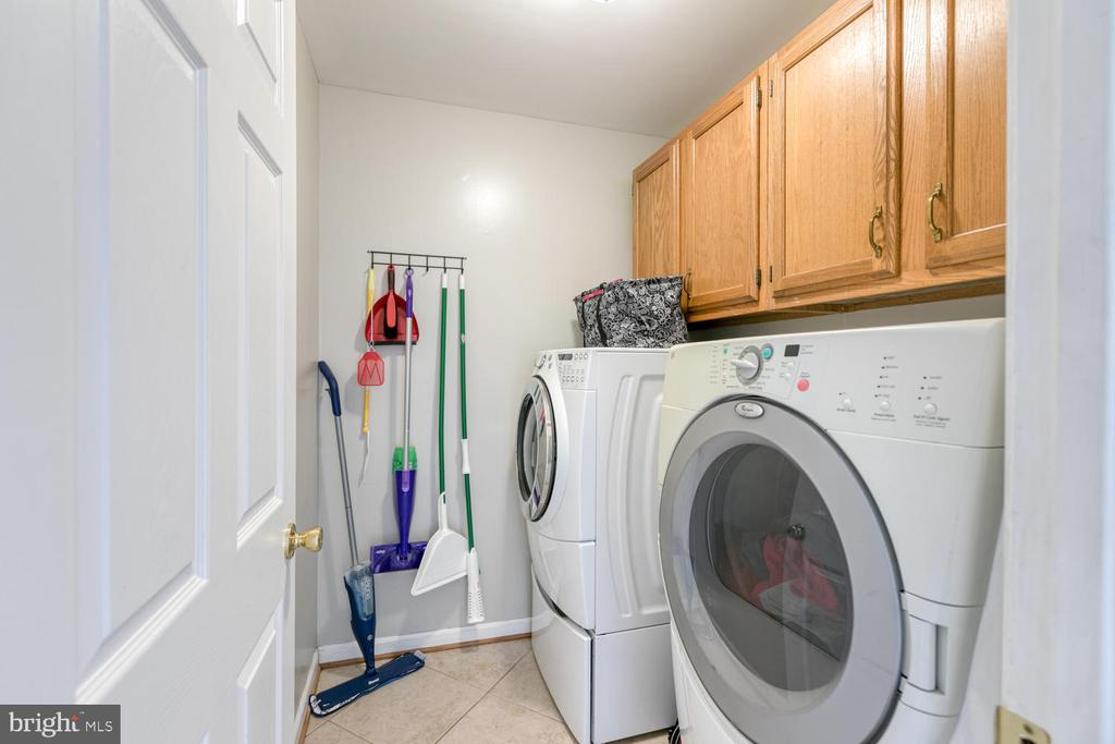 Great size main level laundry! - 3006 LUSITANIA DR, STAFFORD