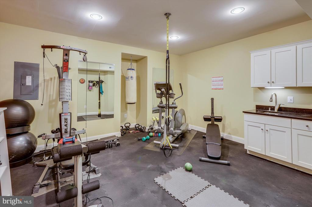 Fitness Room with built-in cabinetry & sink - 11364 JACKRABBIT CT, STERLING