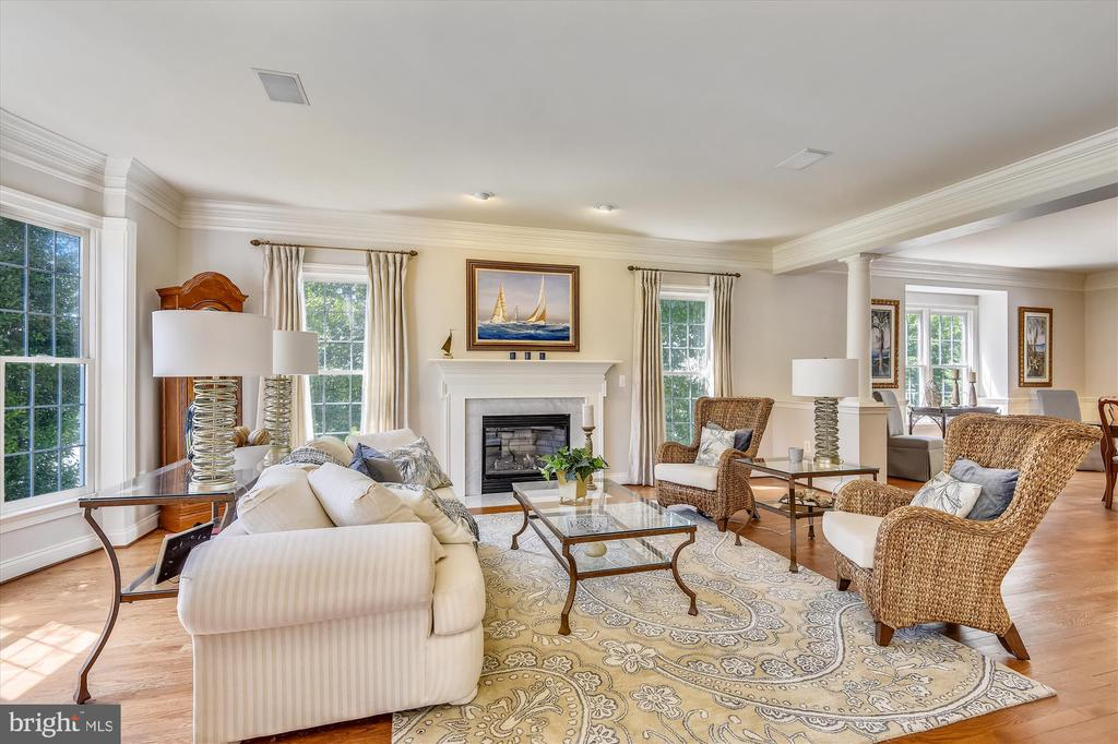 Living Room with Gas Fireplace and Bay Window - 11364 JACKRABBIT CT, POTOMAC FALLS