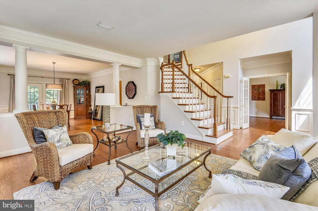 Very Open Floor plan and tons of light - 11364 JACKRABBIT CT, POTOMAC FALLS