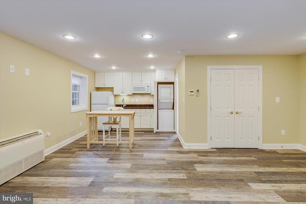 Sep. Studio w/Kitchenette, 5th Bathrm  & W/Dryer - 11364 JACKRABBIT CT, POTOMAC FALLS