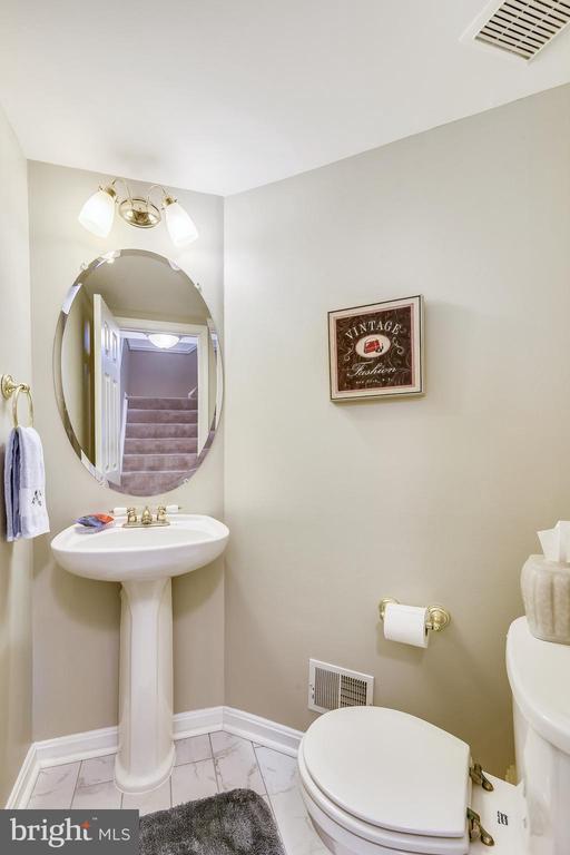 Main level powder room - 43496 GREENWICH SQ, ASHBURN