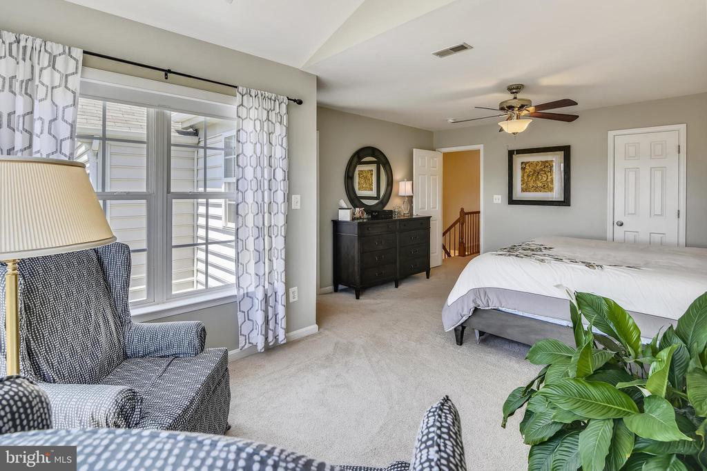 Impressive Master Bedroom - 43496 GREENWICH SQ, ASHBURN