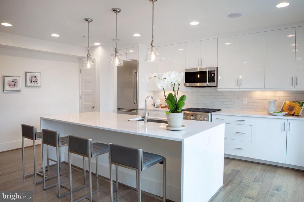 Kitchen Island Southwest - 645 MARYLAND AVE NE #201, WASHINGTON