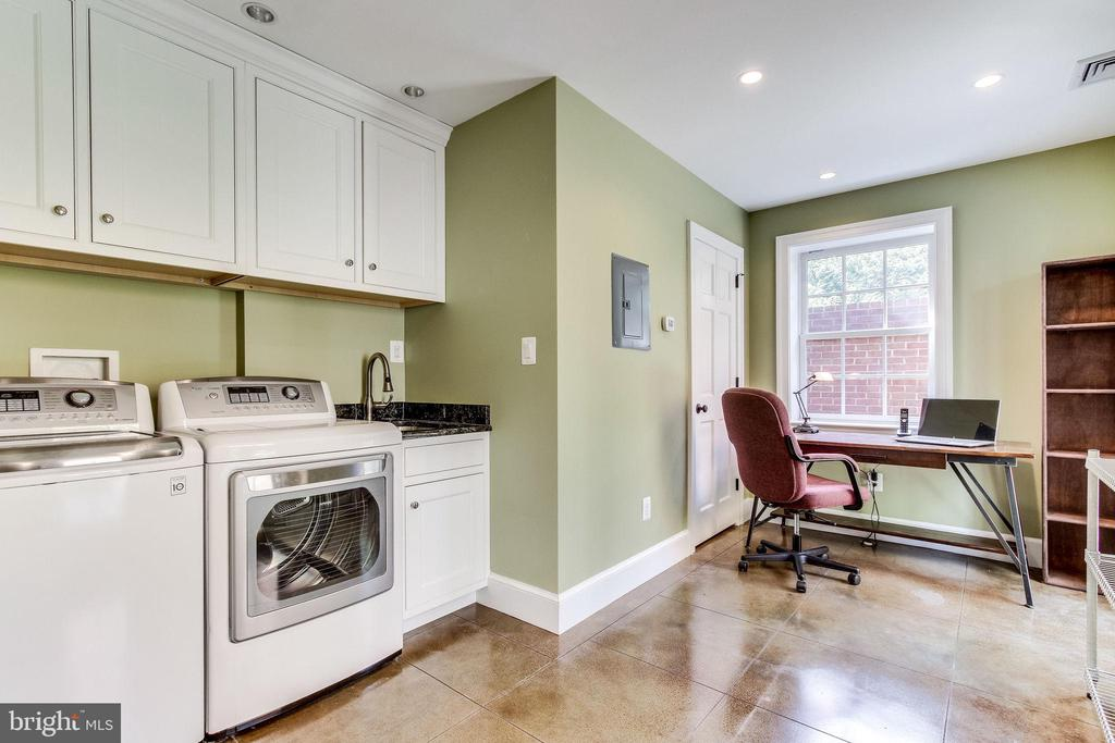 Mudroom/laundry room - 833 S FAIRFAX ST, ALEXANDRIA