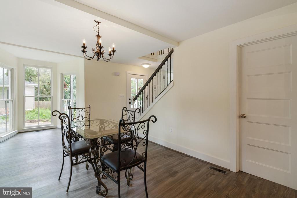 Dining Room features large bay window - 9512 LIBERTY ST, MANASSAS