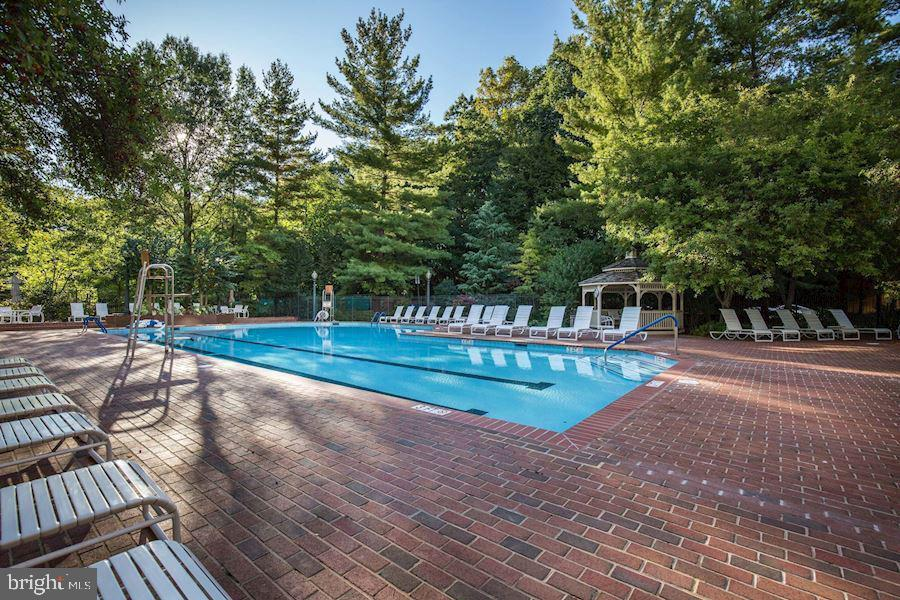Outdoor pool - 5630 WISCONSIN AVE #905, CHEVY CHASE