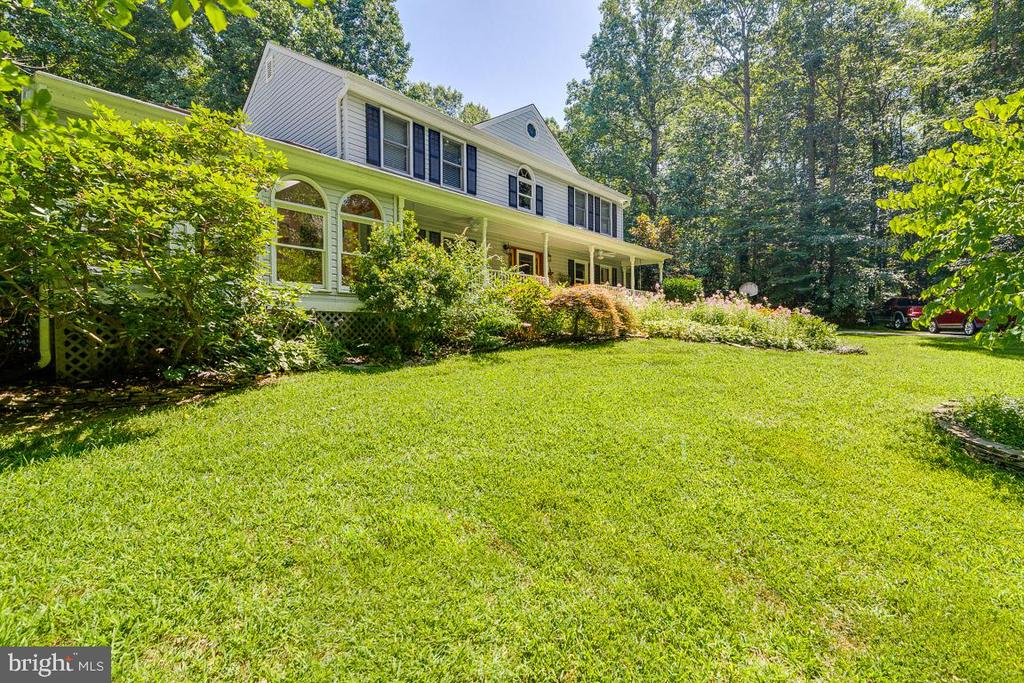 Such a nice front yard - 13613 BETHEL RD, MANASSAS