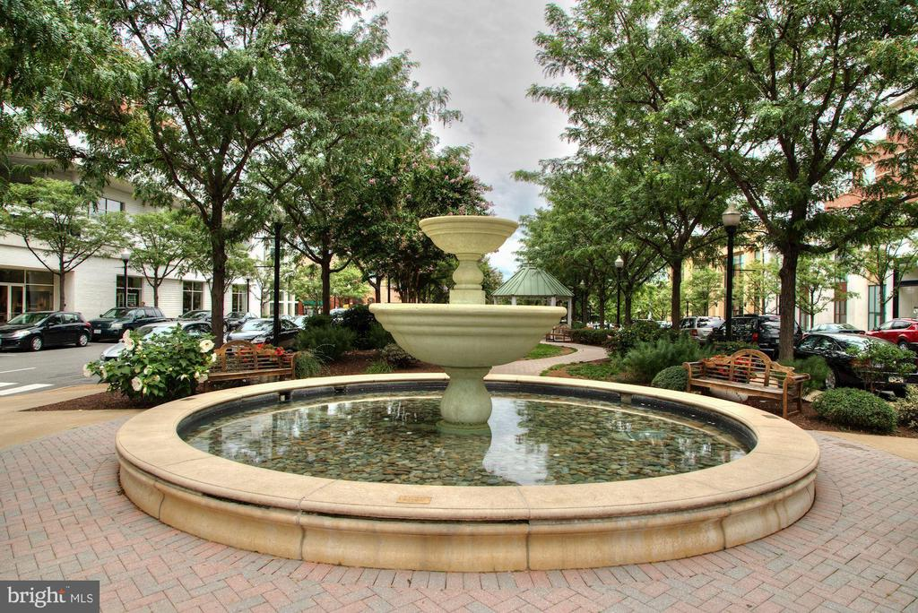 Market Common Clarendon fountain. - 1205 N GARFIELD ST #608, ARLINGTON