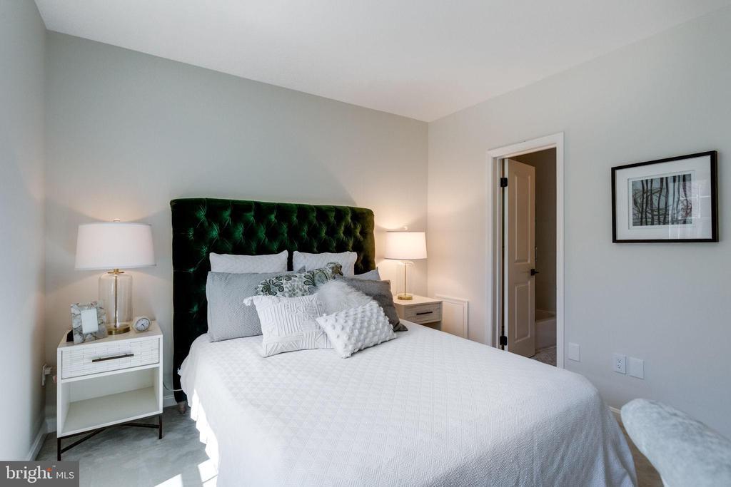 Bath is en-suite - 1741 N TROY ST #8-430, ARLINGTON