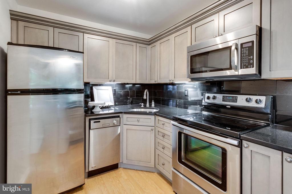 Stainless Steel (Whirlpool) Appliances - 1741 N TROY ST #8-430, ARLINGTON