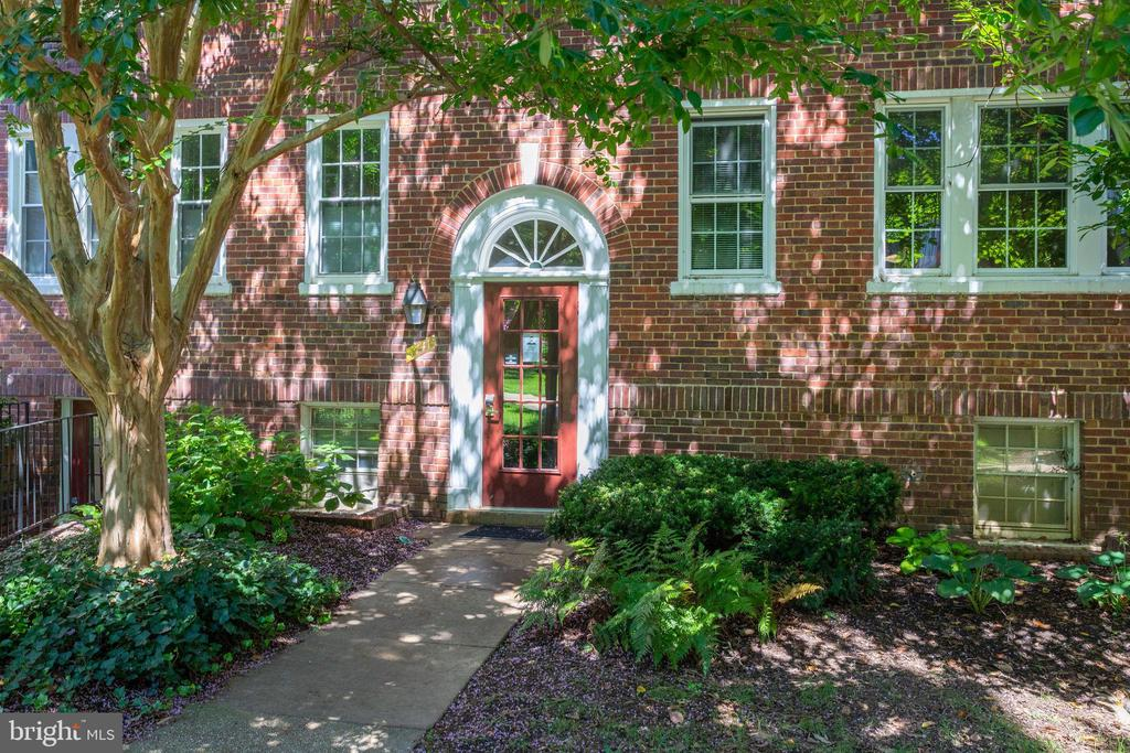 Welcome Home to 1741 N. Troy #8-430 - 1741 N TROY ST #8-430, ARLINGTON
