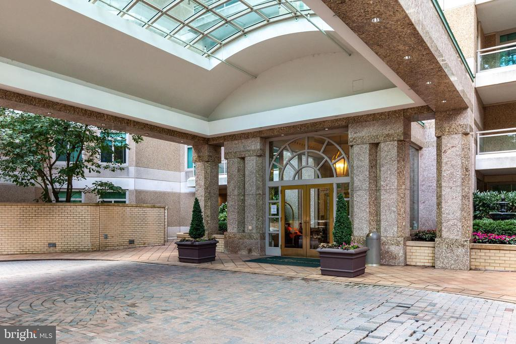 Your doorman awaits - 5630 WISCONSIN AVE #905, CHEVY CHASE