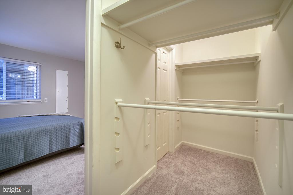 Master closet - 1638 WESTWIND WAY, MCLEAN