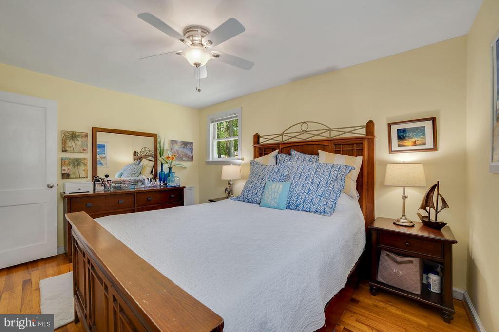 Master Bedroom - Ceiling Fan & Overhead Lighting! - 7326 RONALD ST, FALLS CHURCH