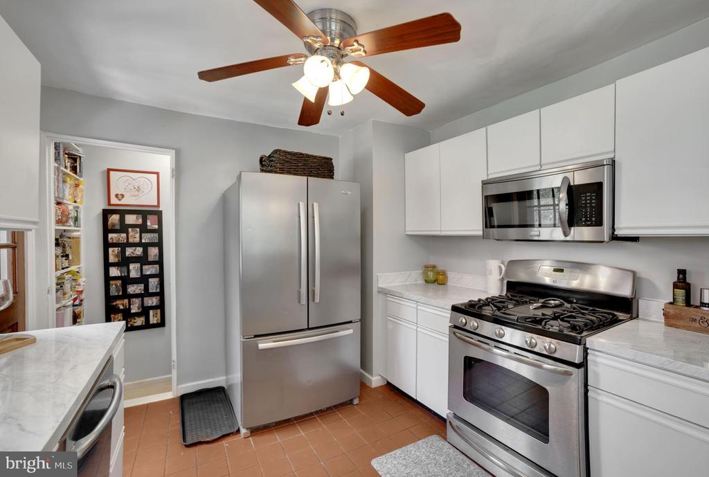 Kitchen - Ceiling Fan & Overhead Lighting! - 7326 RONALD ST, FALLS CHURCH