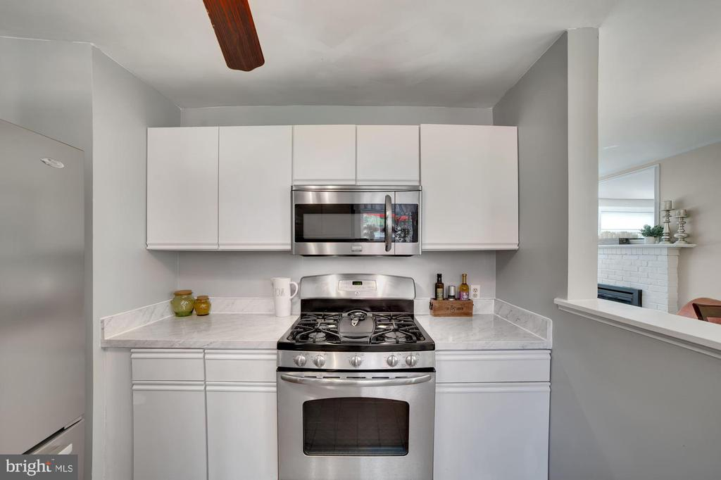 Kitchen - Gas Cooking! - 7326 RONALD ST, FALLS CHURCH