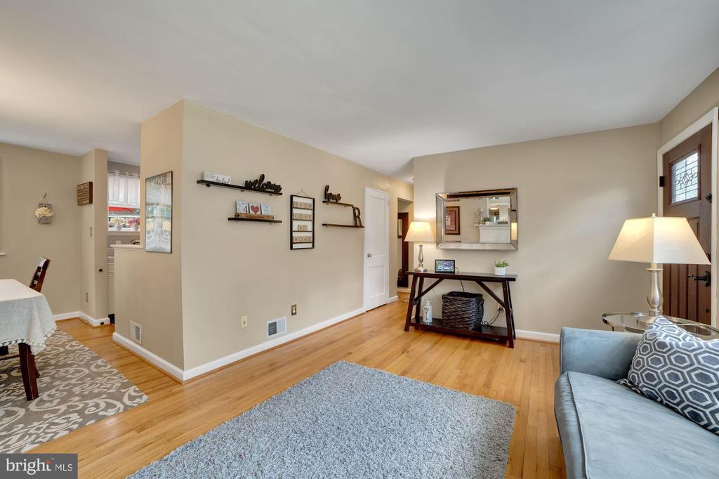 Living Room - 7326 RONALD ST, FALLS CHURCH