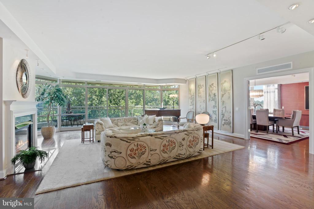 Another living room perspective - 5630 WISCONSIN AVE #905, CHEVY CHASE