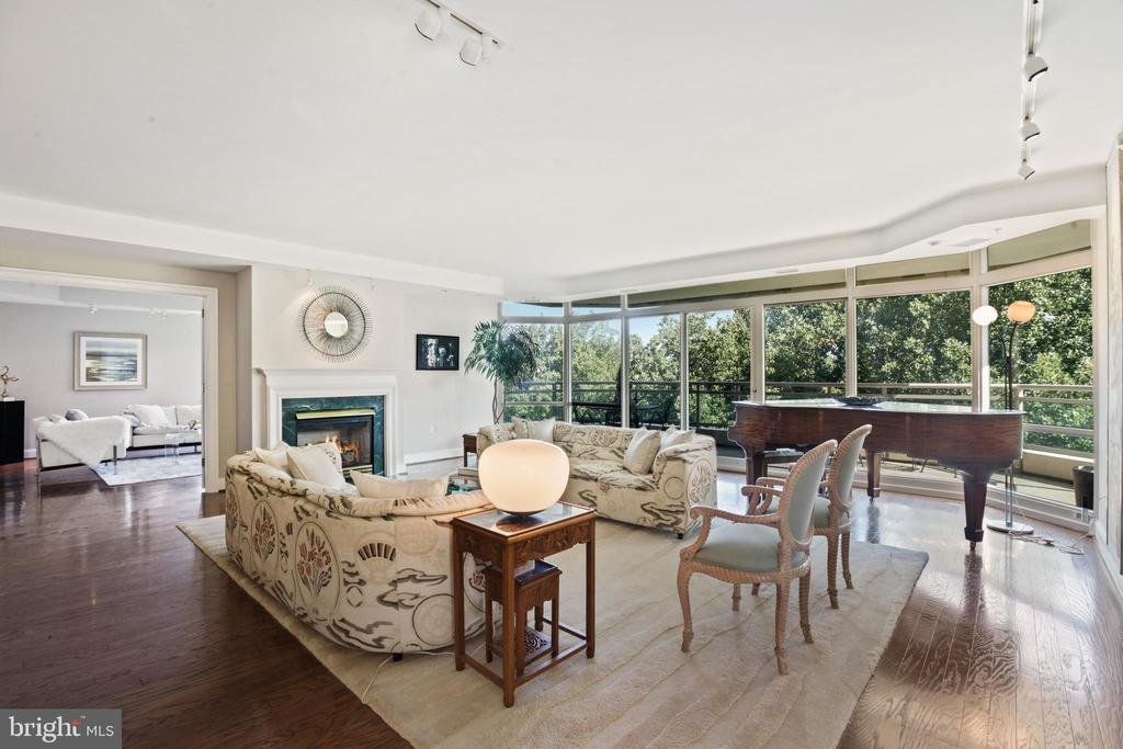 Gorgeous living room with wall of windows - 5630 WISCONSIN AVE #905, CHEVY CHASE