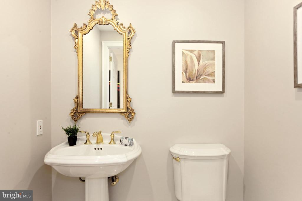 Powder room - 5630 WISCONSIN AVE #905, CHEVY CHASE