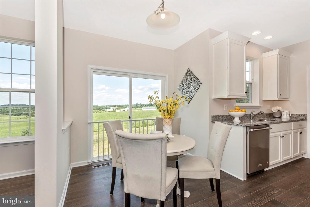 Optional 4' Breakfast Area/ Family Room Extension - 527 ISAAC RUSSELL, NEW MARKET