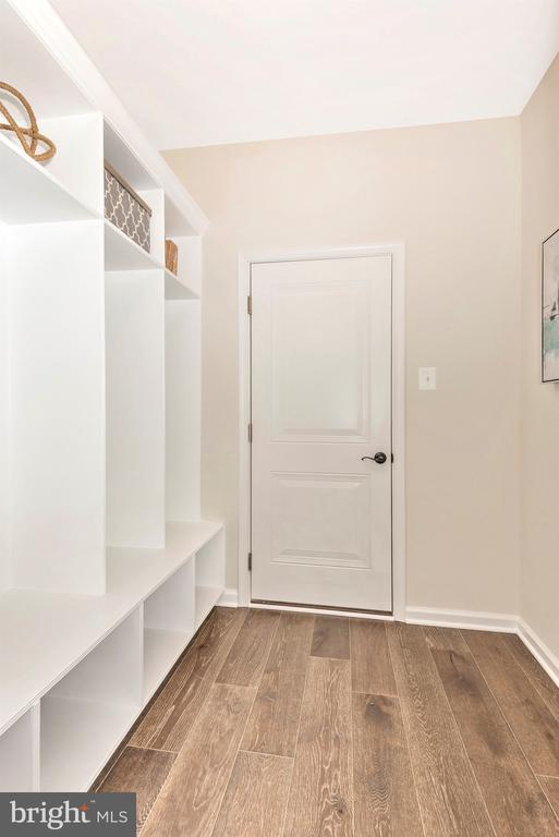 Mudroom w/ optional Built-Ins - 527 ISAAC RUSSELL, NEW MARKET
