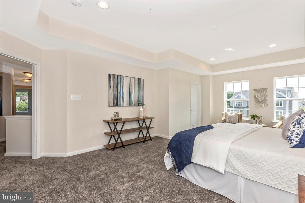 Master Bedroom w/ His & Hers Walk-In Closets - 527 ISAAC RUSSELL, NEW MARKET